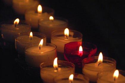 candle3a.jpg